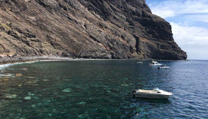 Klares Wasser wartet am Ende der Masca Schlucht Wanderung auf Teneriffa