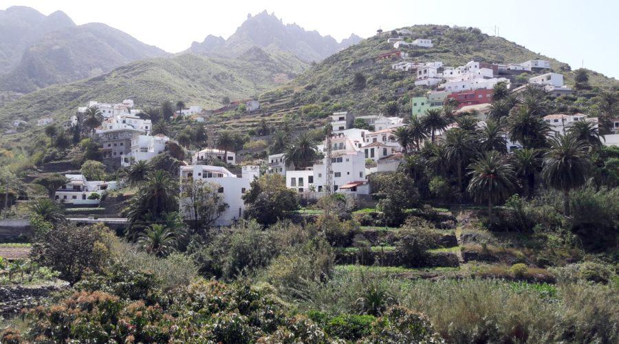 Umgeben von Bergen: Das Dorf Taganana im Anaga-Gebirge auf Teneriffa