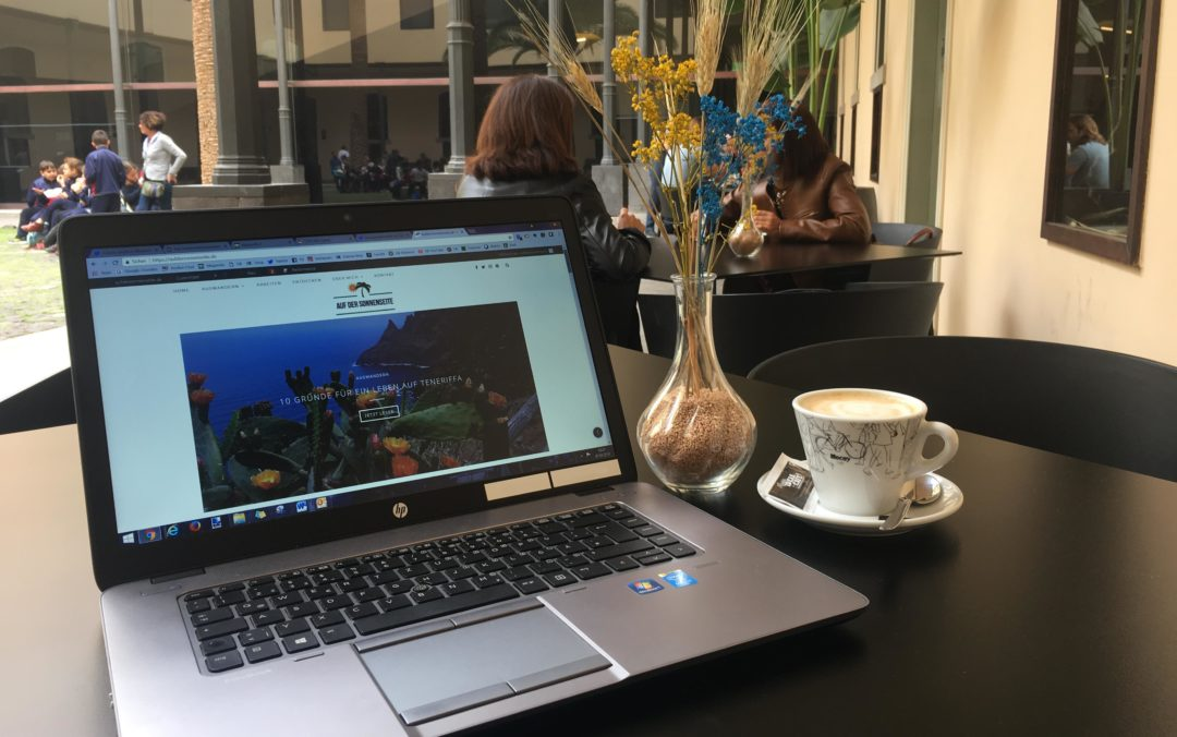 Arbeiten im Cafe auf Teneriffa