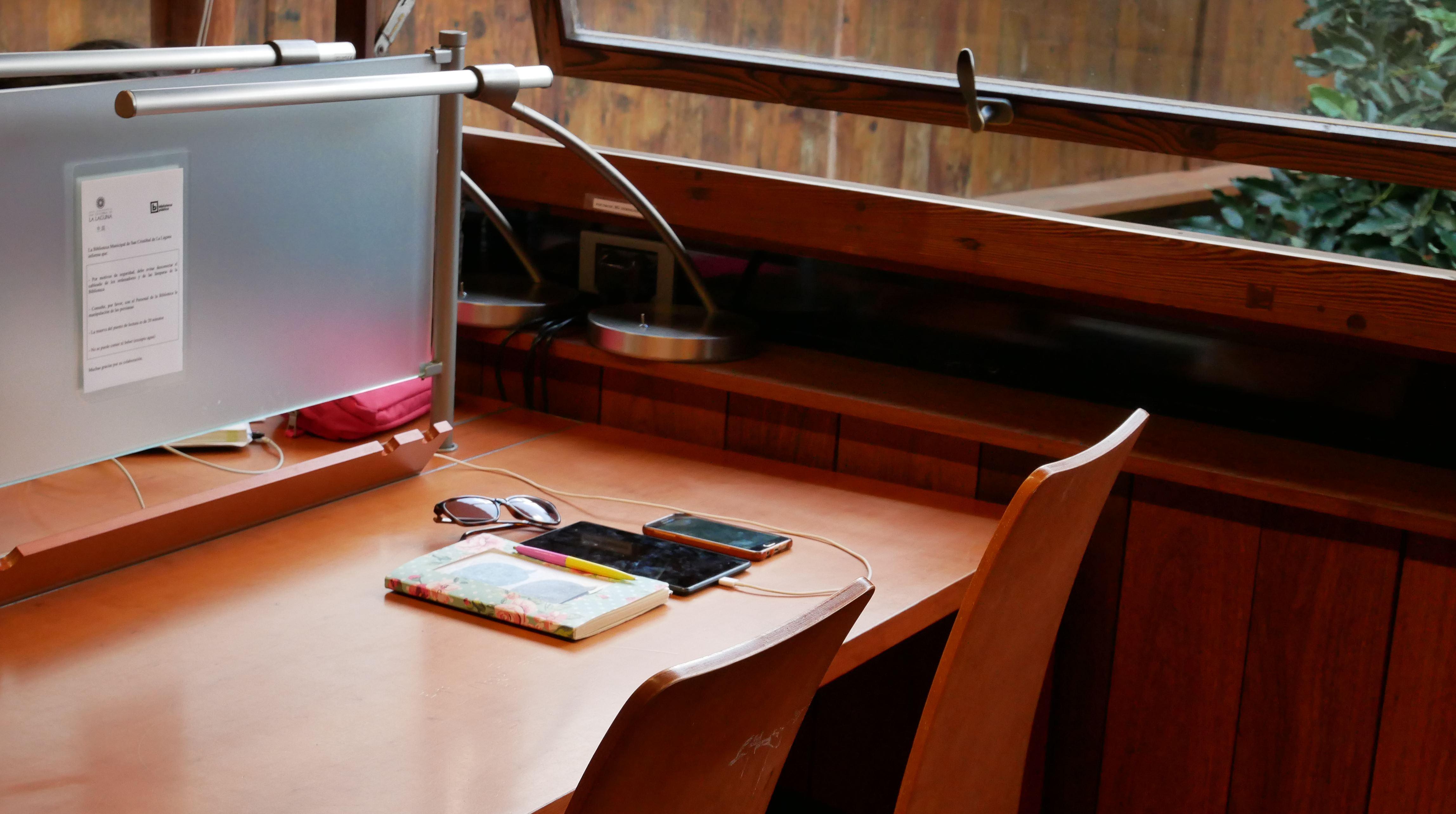 Arbeiten in Cafes auf Teneriffa: Die Bibliothek in La Laguna bietet Wifi und Plätze zum Arbeiten.
