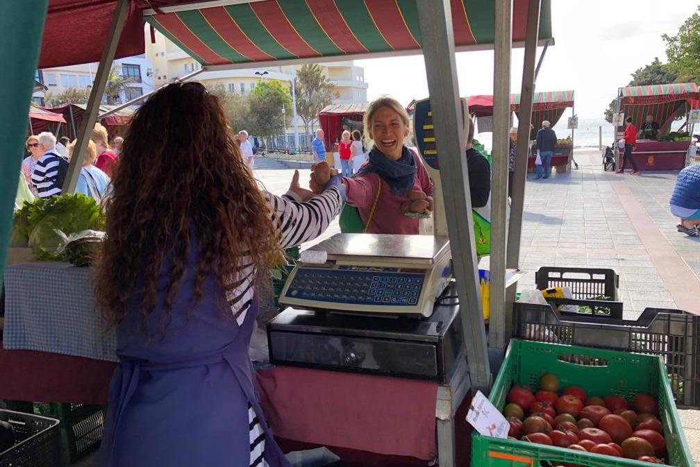 Lokales Gemüse auf dem Markt in El Medano auf Teneriffa