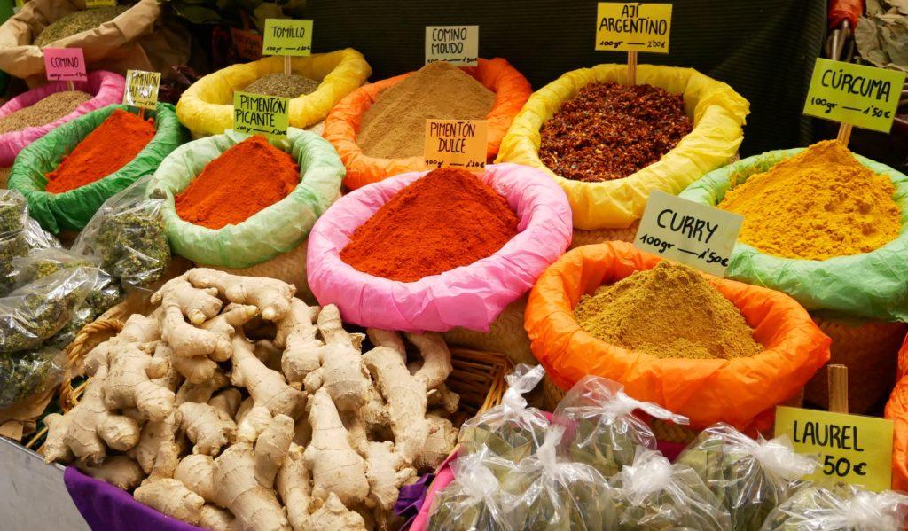 Auf den Märkten auf Teneriffa gibt es neben Obst und Gemüse auch Gewürze.