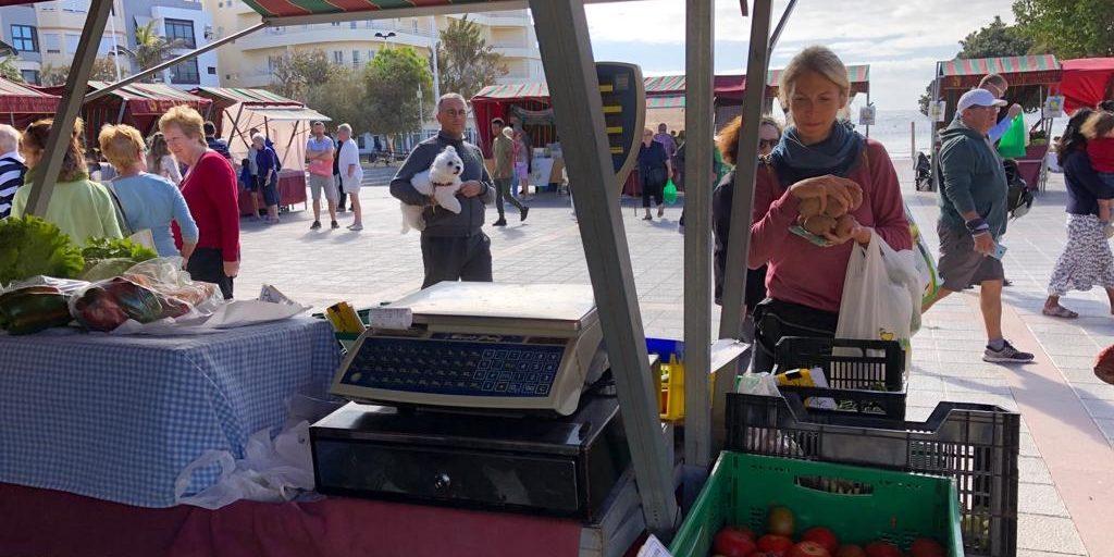 Einkaufen auf dem Markt in El Medano auf Teneriffa