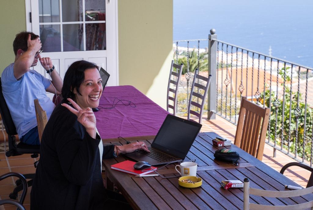Arbeitsplatz im Freien bei der Workation auf Teneriffa