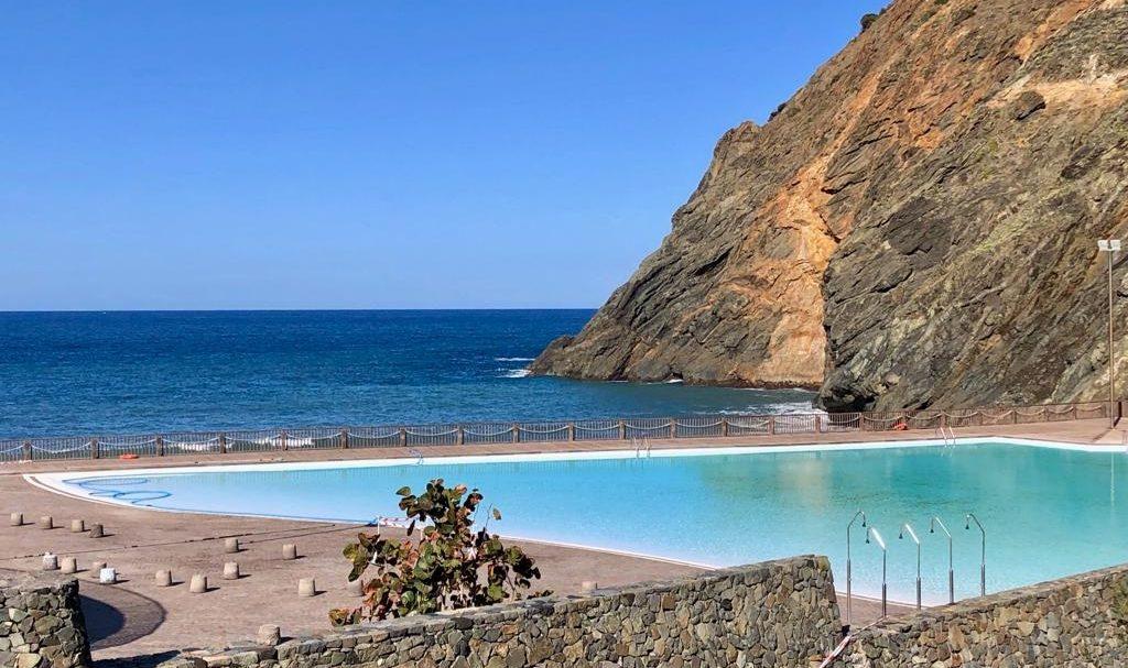 Das Meeresschwimmbecken bei El Castillo (Playa de Vallehermoso)