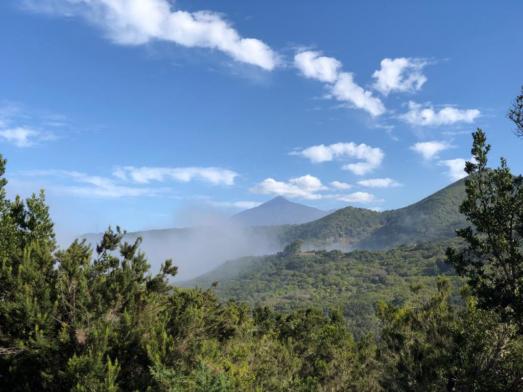 Wanderung im Teno Gebirge auf Teneriffa mit Blick auf den Teide